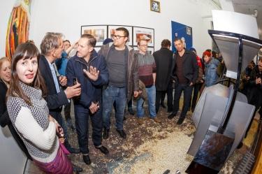 Foto: André Wunstorf. Vernissage Under Construction 13. Januar 2017, Schau Fenster, Berlin. mit Benno Fürmann